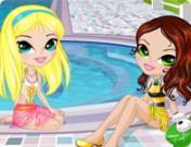 لعبة تلبيس بنتين في حوض السباحة